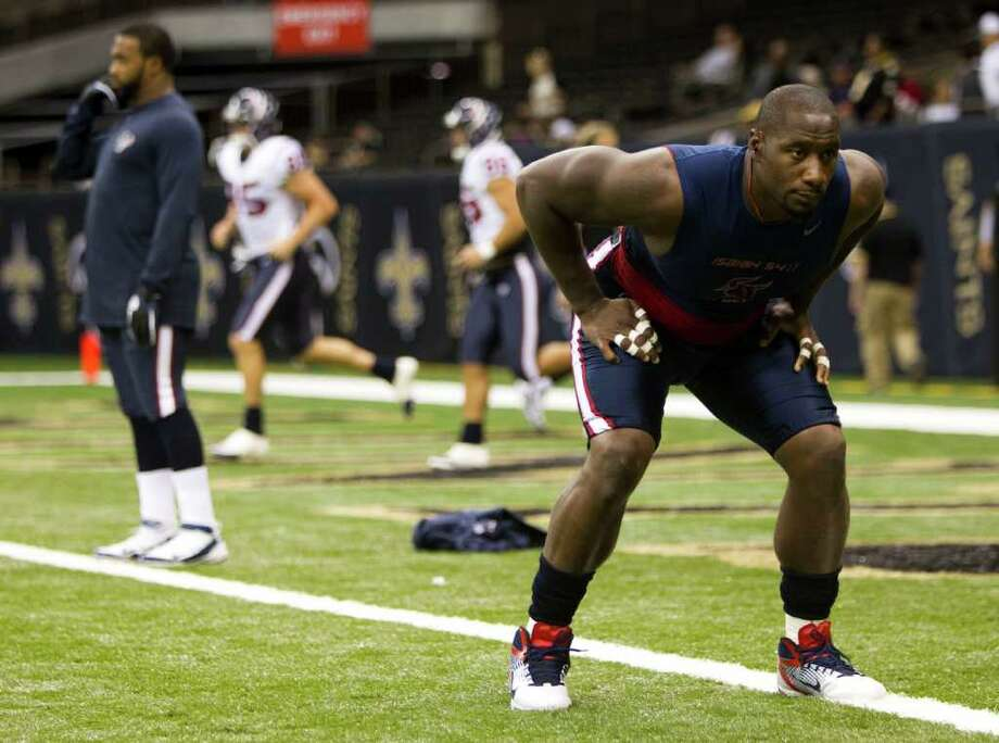 Texans defensive end Antonio Smith works out before playing the Saints last Sunday. Photo: Brett Coomer, Houston Chronicle / © 2011 Houston Chronicle