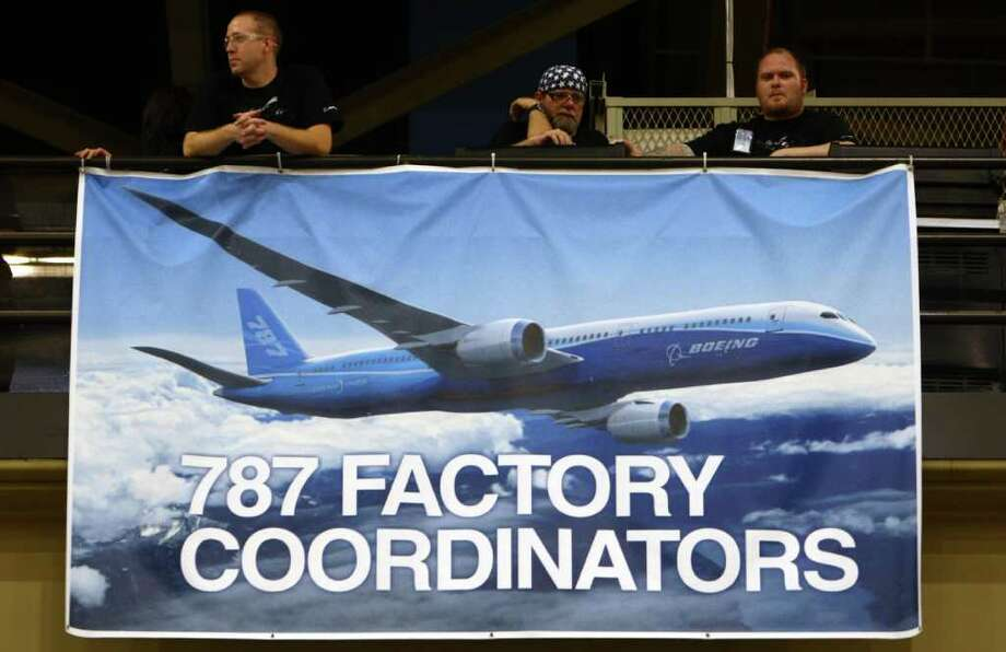 Workers look over the assembly line floor during a 787 tour at the Boeing plant in Everett. Photo: JOSHUA TRUJILLO / SEATTLEPI.COM