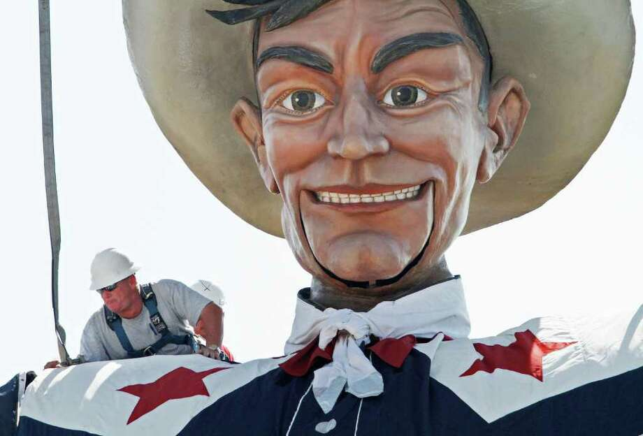 Gene Baker unfastens the lift cables on Big Tex for the 2011 State Fair in Dallas, Texas, Monday, September 26, 2011. (Paul Moseley/Fort Worth Star-Telegram/MCT) Photo: Paul Moseley, McClatchy-Tribune News Service / Fort Worth Star-Telegram