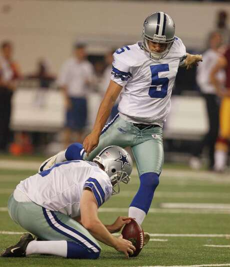 RON JENKINS: McCLATCHY-TRIBUNE FAMILIAR SCENE: Cowboys kicker Dan Bailey boots one of his six field goals Monday night. Photo: Ron Jenkins / Fort Worth Star-Telegram