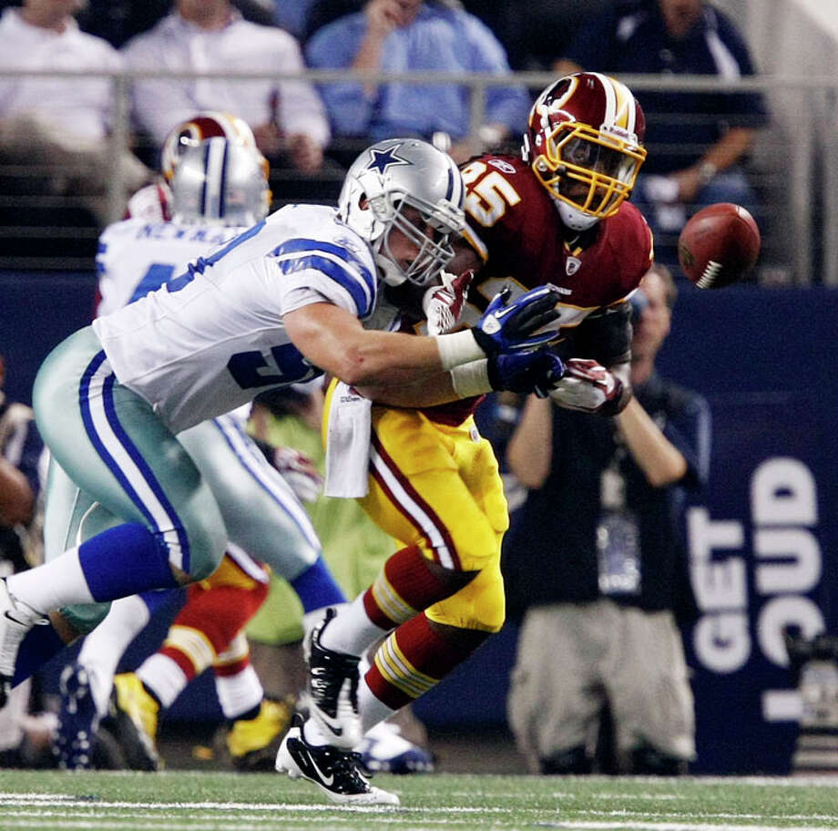 Dallas Cowboys inside linebacker Sean Lee (50) deflects a pass intended for Washington Redskins running back Tim Hightower (25) during the first half of an NFL football game Monday, Sept. 26, 2011, in Arlington. Photo: Jose Yau, AP Photo/Waco Tribune Herald, Jose Yau / Waco Tribune Herald 2011