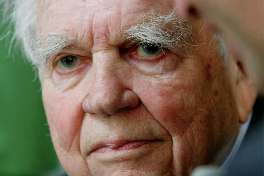 "FILE - In this Sept. 20, 2005 file photo, CBS ""60 Minutes"" commentator Andy Rooney is shown in New York.  CBS announced Tuesday, Sept. 27, 2011 that Rooney will make his final appearance on ""60 Minutes,"" on Sunday's broadcast.   (AP Photo/Bebeto Matthews, file) Photo: BEBETO MATTHEWS, Associated Press / AP2005"
