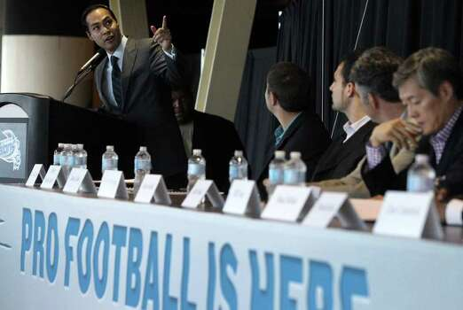 San Antonio Mayor Julian Castro (standing, left) gestures towards a banner that was unfurled at a press conference at the Alamodome Tuesday September 27, 2011 announcing that pro football has arrived at the Alamodome in the form of the Arena Football League (AFL). The San Antonio Talons first season will begin in March 2012 and all home games will be played at the Alamodome. JOHN DAVENPORT/jdavenport@express-news.net Photo: SAN ANTONIO EXPRESS-NEWS