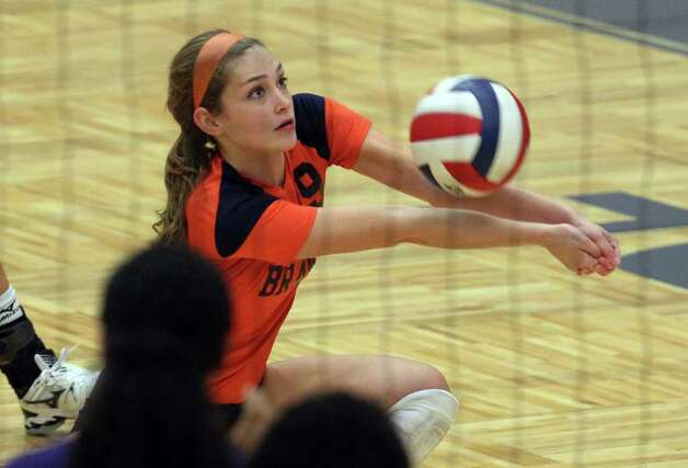 Brandeis' Katie MacLeay (09) returns a serve against Warren during their match at Paul Taylor Fieldhouse on Tuesday, Sept. 27, 2011. Kin Man Hui/kmhui@express-news.net Photo: Kin Man Hui, -- / San Antonio Express-News
