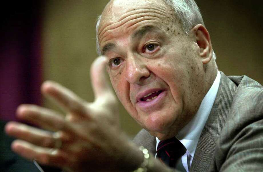 Coroner Dr. Cyril Wecht talks to the media in this June 28, 2001, file photo. (AP) Photo: MATT FREED, AP / POST-GAZETTE
