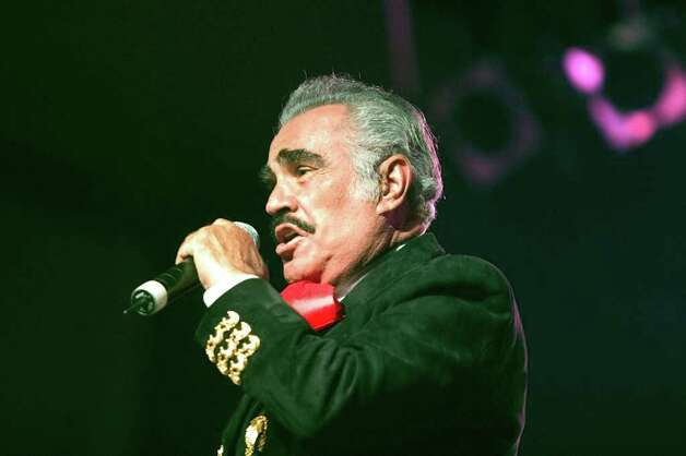 Mexican singer Vicente Fernandez performance during his show in Guatemala City, Guatemala Thursday March 3, 2005. Photo: MOISES CASTILLO, Associated Press / AP