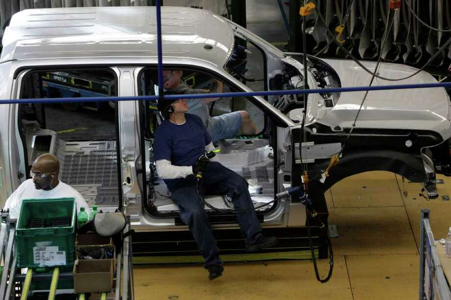 PAUL SANCYA : ASSOCIATED PRESS FILE PAYBACK: Ford workers, like these assembling an F-150 pickup in Dearborn, Mich., are making preparations in case their union calls a strike. They made concessions in 2007 to help keep the company in business and now want a piece of the profits. Photo: Paul Sancya / AP