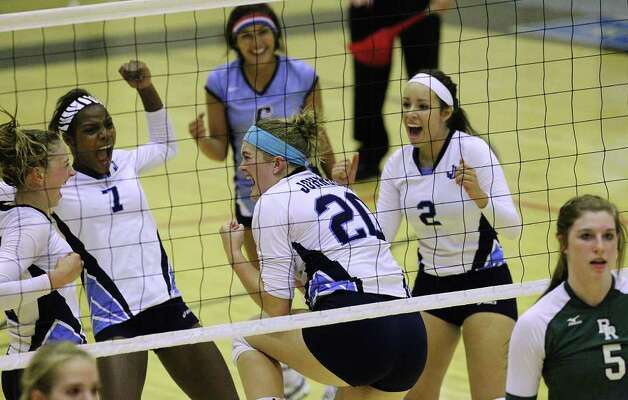 Johnson's Olivia Drummond (20) reacts with her teammates after a point against Reagan in volleyball at Littleton Gym on Wednesday, Sept. 28, 2011. Johnson defeated Reagan in five games. Kin Man Hui/kmhui@express-news.net Photo: Kin Man Hui, -- / San Antonio Express-News