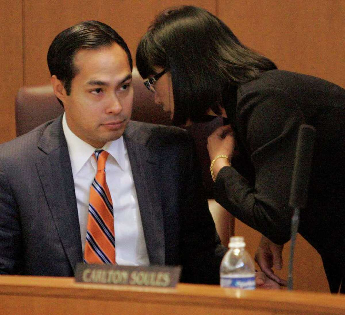 City Council member Elisa Chan bends the ear of Mayor Julián Castro during VIA's first presentation of its streetcar and expansion plans to the council.