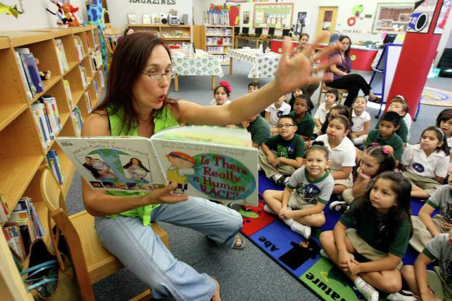 Storyteller Miss Anastasia, aka Anastasia McKenna, reads aloud to second-graders Wednesday,  Sept. 28, 2011 at SAISD's Maverick Elementary School as part of the Be a Reader Back to School Tour, a joint effort of the Reading is Fundamental program and Carl Buddig & Co. Noting that two-thirds of American children living in poverty have no books at home, RIF aims to motivate kids to read by making it fun. Photo: Helen L. Montoya/hmontoya@express-news.net / SAN ANTONIO EXPRESS-NEWS