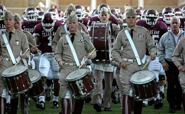 The Aggies enter Kyle Field, Oct. 27, 2007. Photo: TOM REEL, SAN ANTONIO EXPRESS-NEWS / SAN ANTONIO EXPRESS-NEWS