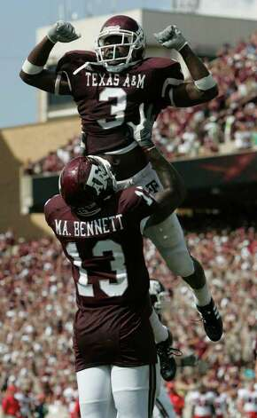 Texas A&M's Earvin Taylor is lifted into the  air Saturday afternoon Sept. 8, 2007 at Kyle Field in College Station by teammate Michael Bennet after scoring a touchdown during the first half of the Aggies' game against the Fresno State Bulldogs. Photo: WILLIAM LUTHER, SAN ANTONIO EXPRESS-NEWS / SAN ANTONIO EXPRESS-NEWS
