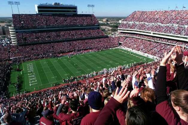 A sea of maroon covers Kyle Field during the Texas Texas A&M game. Photo: EDWARD A. ORNELAS