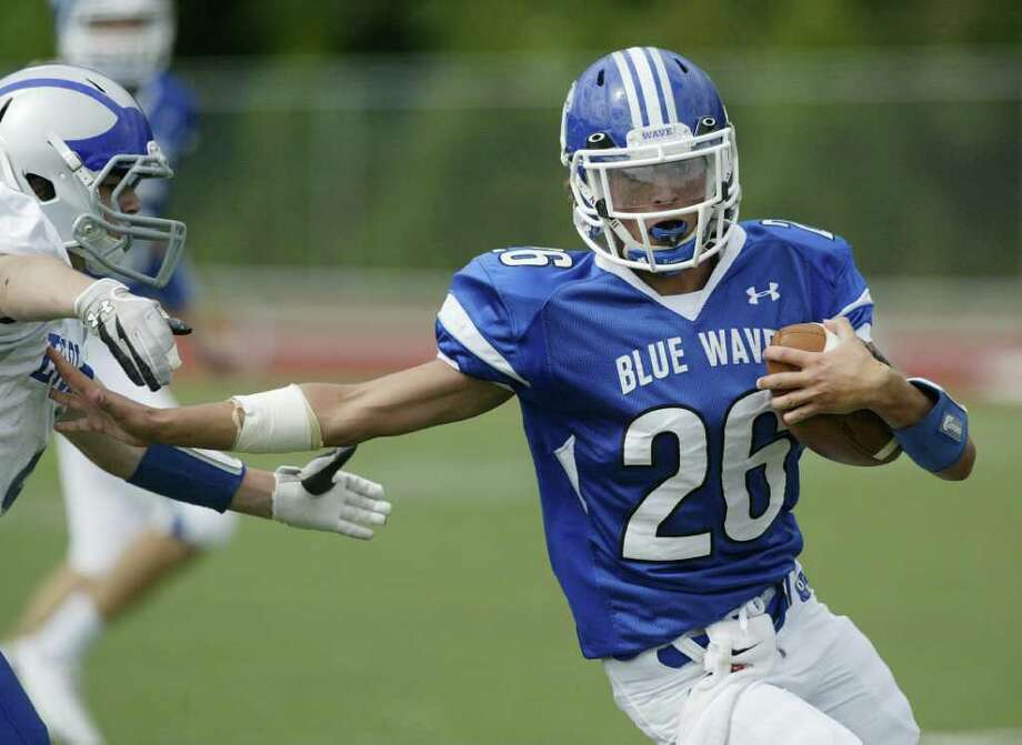 Darien RB Peter Gesualdi looks for running room against Fairfield Ludlowe in Darien's dominating win over the Falcons on Saturday in Darien. Photo: J. Gregory Raymond / Stamford Advocate Freelance