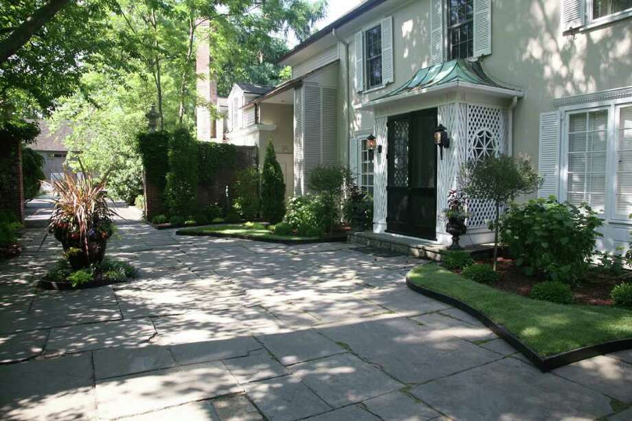 """""""Vines & Vignettes,"""" an outdoor garden event Oct. 8-9 at the three-acre Rose Cottage in Bridgeport's Black Rock section, will feature numerous displays by landscape designers, jazz entertainment and boutiques. Photo: Contributed Photo"""