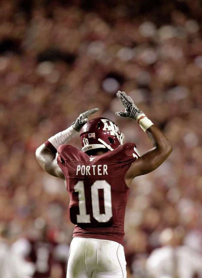 Texas A&M's Sean Porter registered two sacks last week against Oklahoma State. Photo: Karen Warren, Chronicle / Houston Chronicle
