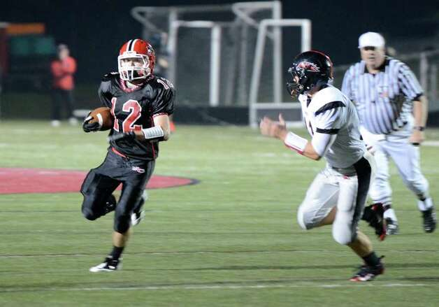 New Canaan High School hosts Fairfield Warde High School in varsity football action in New Canaan, CT on Friday, September 30, 2011. Photo: Shelley Cryan / Shelley Cryan freelance; Stamford Advocate freelance