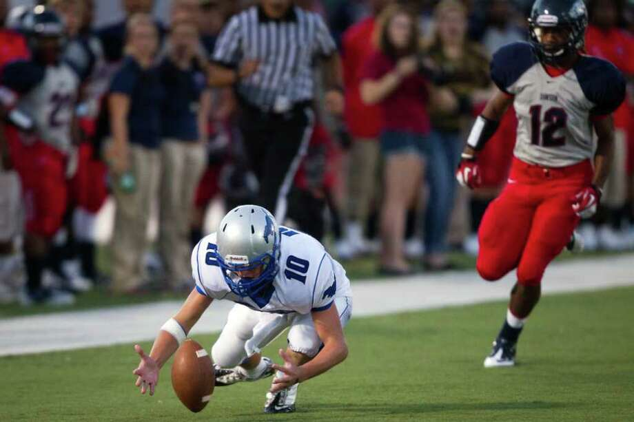 Friendswood's Gunner Holle (10) chases his own fumble on a punt return as Dawson's Jarell Crenshaw (12) gives chase during the first quarter. Photo: Smiley N. Pool, Houston Chronicle / © 2011  Houston Chronicle