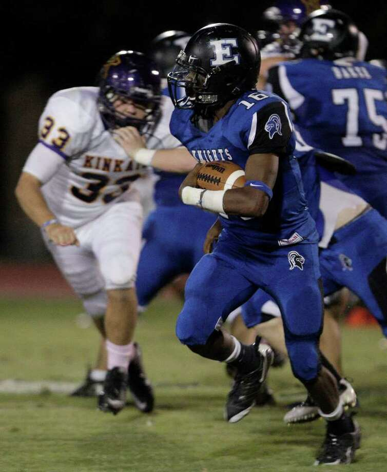 Running back Tyreek Gray of  Episcopal  rushes against Kinkaid. Photo: For The Chronicle: Thomas B. She