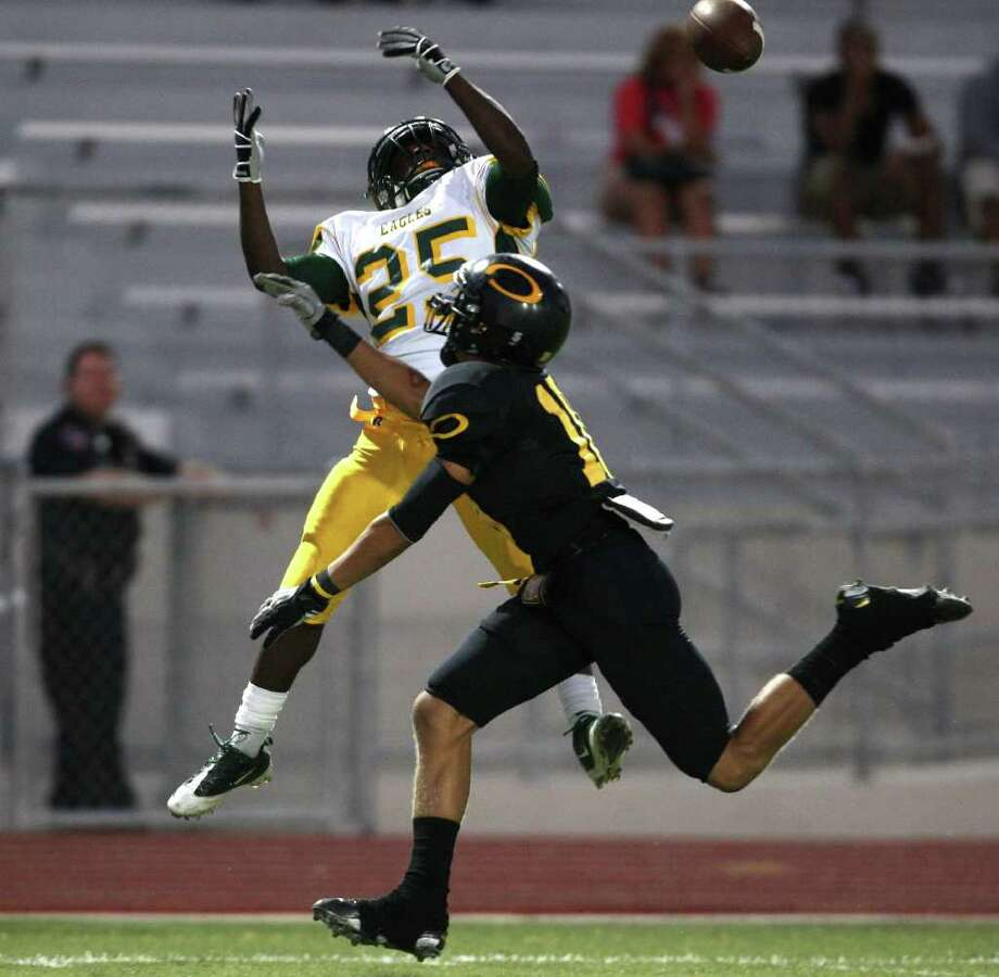 Klein Forest's Derrick Smith (25) deflects a pass intended for Klein Oak's Tuff McClain during the first half of their matchup. Photo: Eric Christian Smith, For The Chronicle
