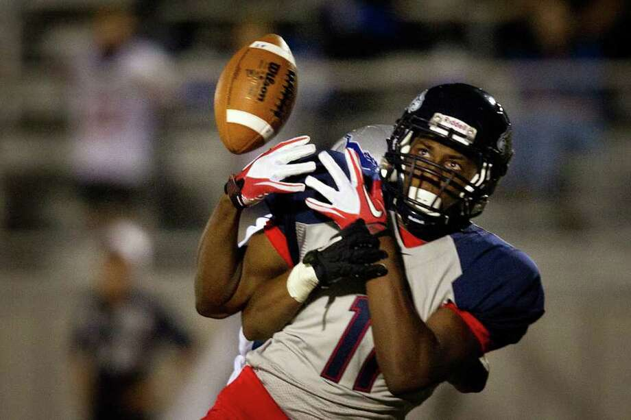 Sept. 30: Dawson 39, Friendswood 16. Dawson wide receiver Michael Asonye (11) can't hold on to a pass as Friendswood's Matt Lewis (22) defends during the second half. Photo: Smiley N. Pool, Houston Chronicle / © 2011  Houston Chronicle
