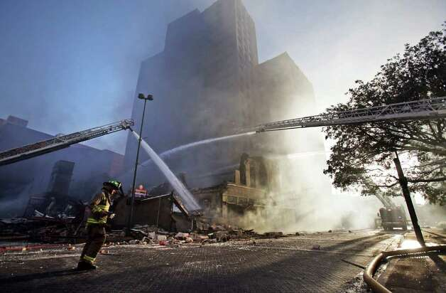 San Antonio fire fighters respond to a massive fire which destroyed Main Street Ballroom, Poblano's Restaurant and Meat Market Barbeque Restaurant in the historic Bell Building at Main Plaza. Photo: BOB OWEN, SAN ANTONIO EXPRESS-NEWS / rowen@express-news.net