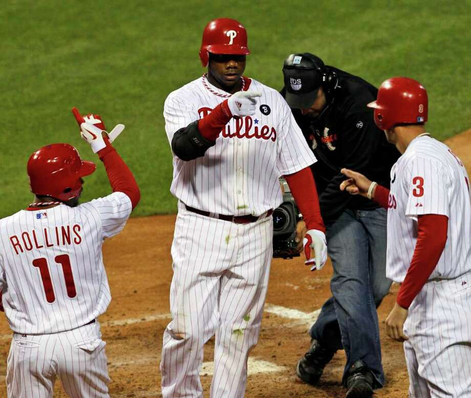 MEL EVANS: ASSOCIATED PRESS HEART OF THE ORDER: Jimmy Rollins, left, and Hunter Pence, right, set the table for Ryan Howard to tee off on a three-run homer in the sixth inning and seize the lead from the Cards Photo: Mel Evans / AP
