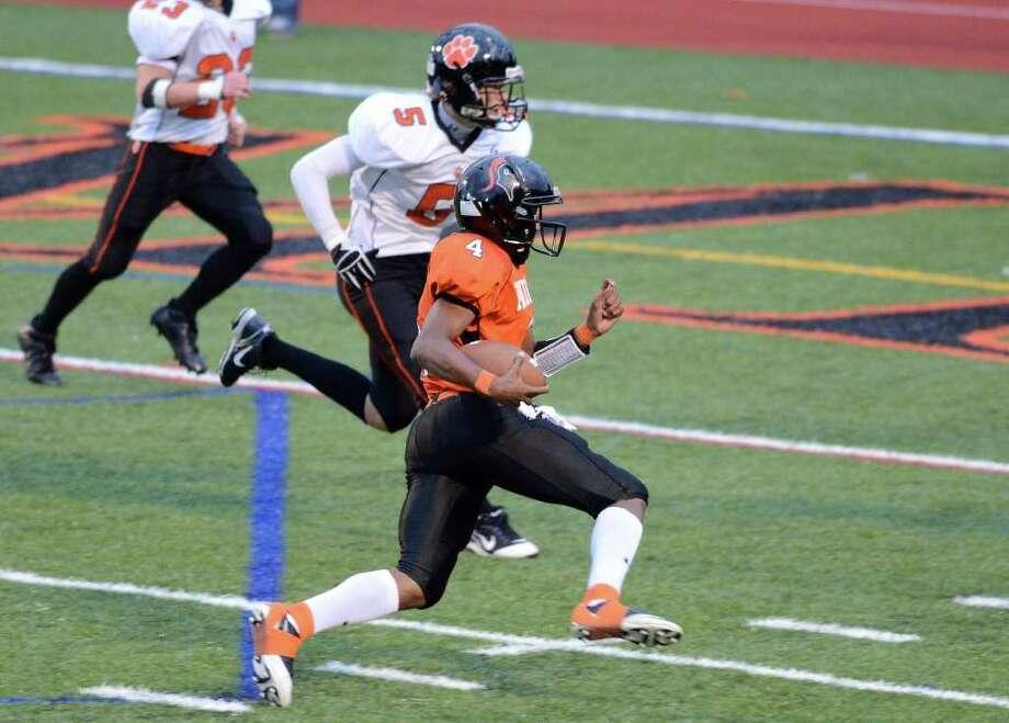 Stamford High School hosts Ridgefield High School in varsity football action in Stamford, CT on Saturday, Oct. 1, 2011. Photo: Shelley Cryan / Shelley Cryan freelance; Stamford Advocate freelance