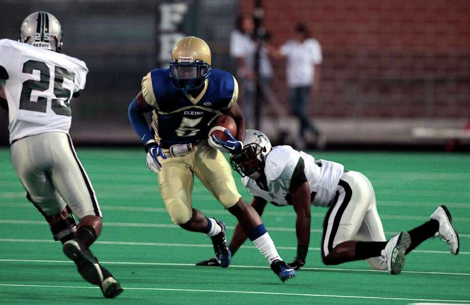 Elkins High School's JaWuan Rogers (5) looks downfield as he runs against Hightower High School during the first quarter of a football game at Kenneth Hall Stadium Saturday, Oct. 1, 2011, in Missouri City. Photo: Cody Duty, Houston Chronicle / © 2011 Houston Chronicle