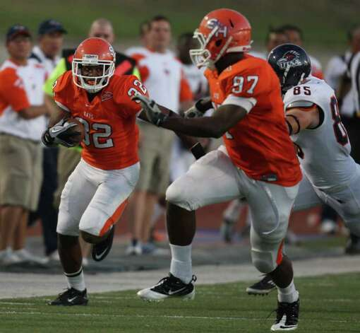 Sam Houston's Kenneth Jenkins (32) looks for room after intercepting UTSA's Eric Soza during the first half of a college football game, Saturday, October 1, 2011 at Bowers Stadium in Huntsville, TX. Photo: Eric Christian Smith, For The San Antonio Express-News