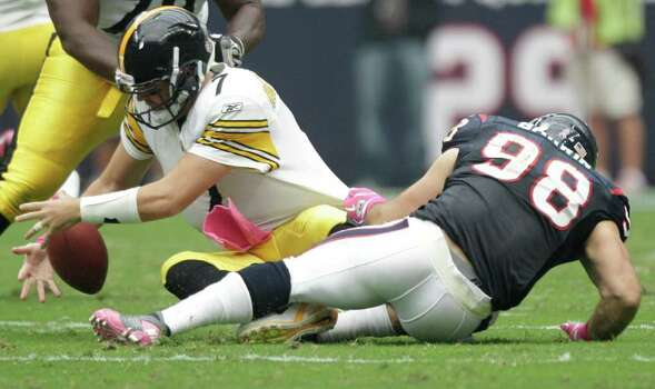 The ball comes loose as Houston Texans outside linebacker Connor Barwin (98) sacks Pittsburgh Steelers quarterback Ben Roethlisberger (7) during the first quarter of an NFL football game at Reliant Stadium on Sunday, Oct. 2, 2011, in Houston. Photo: Brett Coomer, Houston Chronicle / © 2011  Houston Chronicle