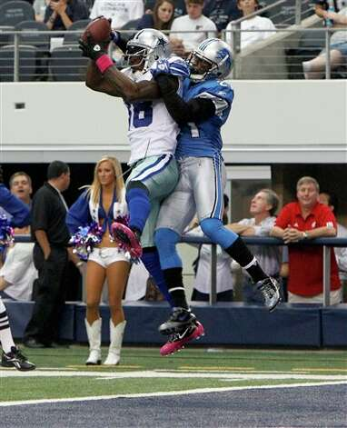 Dallas Cowboys wide receiver Dez Bryant makes a 6-yard touchdown reception as Detroit Lions cornerback Eric Wright defends during the second quarter of an NFL football game Sunday, Oct. 2, 2011, in Arlington, Texas. (AP Photo/LM Otero) Photo: LM Otero, Associated Press / AP