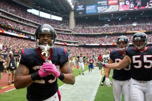 Houston Texans running back Arian Foster (23) takes a bow after scoring on a 42-yard touchdown run during the fourth quarter of an NFL football game against the Pittsburgh Steelers at Reliant Stadium on Sunday, Oct. 2, 2011, in Houston. The Texans won the game 17-10. Photo: Smiley N. Pool, Houston Chronicle / © 2011  Houston Chronicle