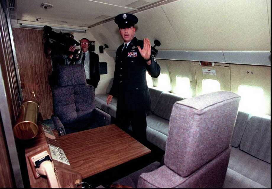 Air Force Master Sgt. Michael Browning, a flight engineer, talks about the president's private area on board SAM 970 on June 17, 1996 at the Museum of Flight, in Seattle. Photo: GRANT HALLER