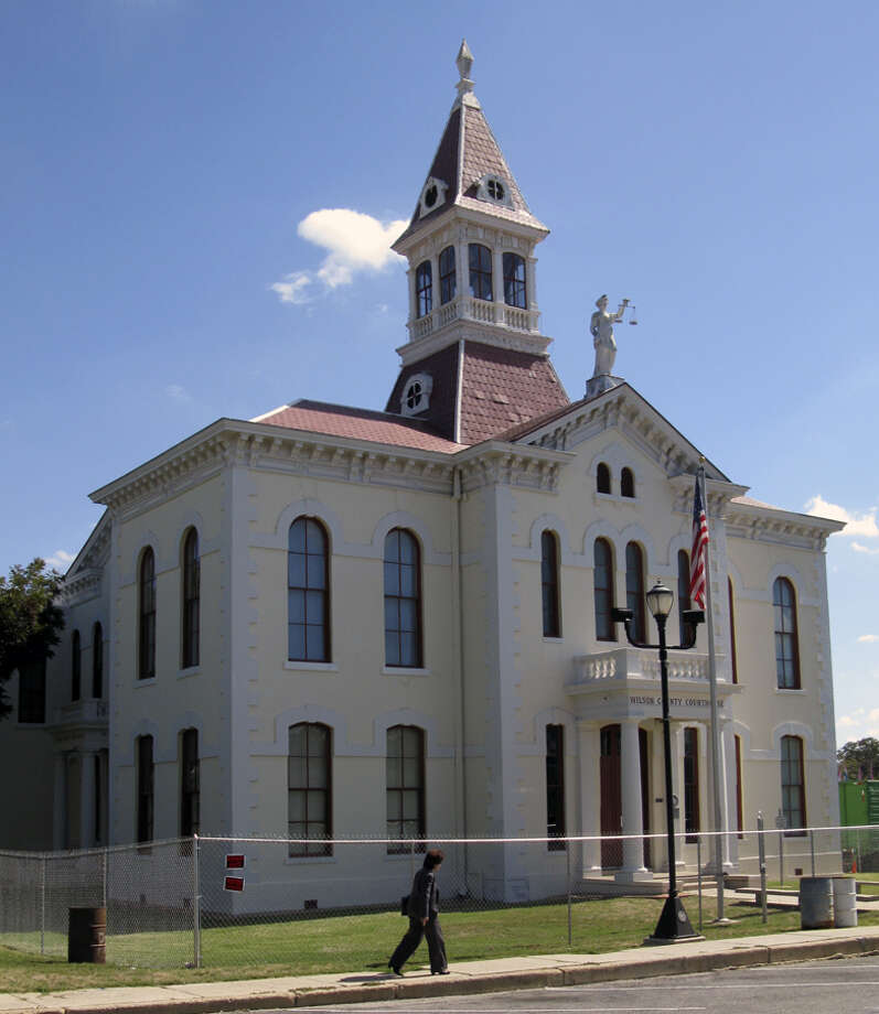 Wilson County workers have finished relocating their offices from the main section of the county courthouse in Floresville. Photo: Zeke MacCormack/zeke@express-news.net