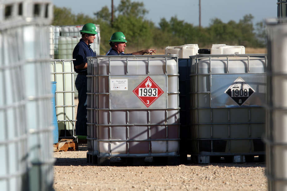 Personnel from the Texas Commission on Environmental Quality arrive at a Chemplex chemical facility in Atascoda County, where a fire was reported early in the morning. Photo: Jerry Lara/glara@express-news.net / SAN ANTONIO EXPRESS-NEWS
