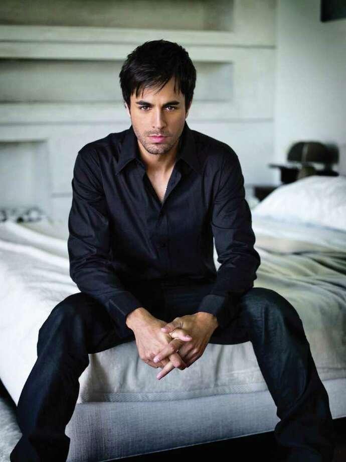 CONEXION -- Enrique Iglesias (photo courtesy Universal Music)