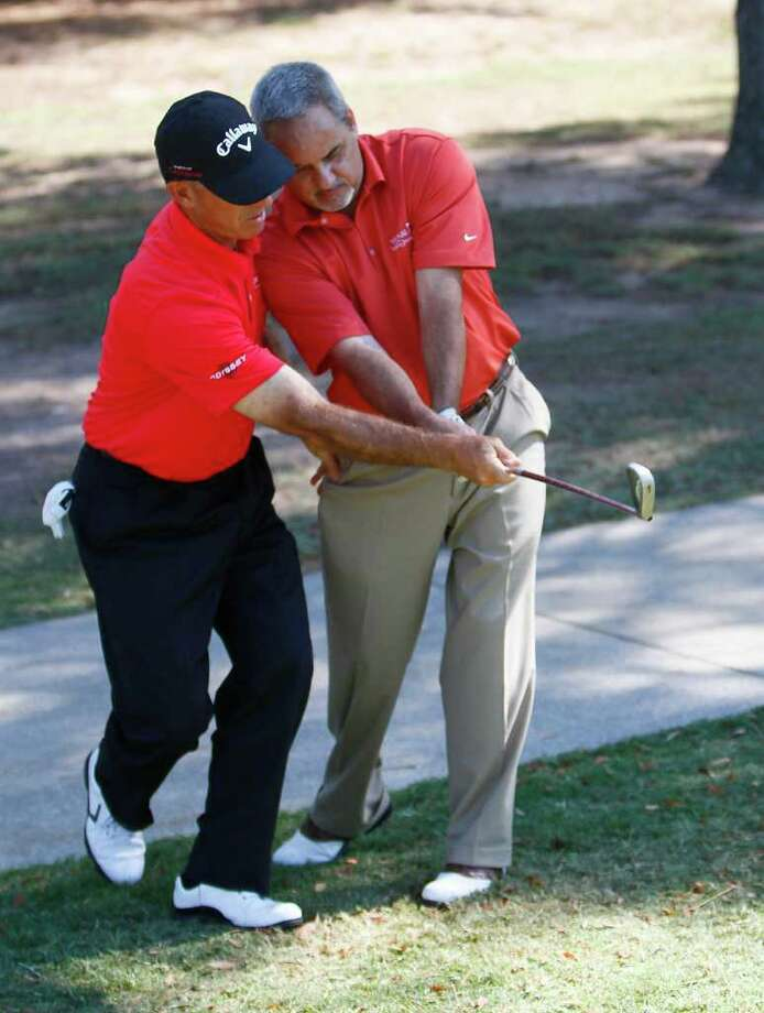 Andy Stepka gets a lesson from pro golfer Chip Beck on the 14th hole. Photo: Karen Warren, Houston Chronicle / © 2011 Houston Chronicle