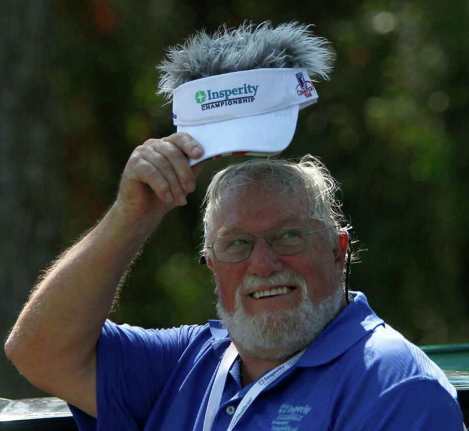 "Hole marshall Sid Prichard shows off his ""hair hat"" on the 18th hole. Photo: Karen Warren, Houston Chronicle / © 2011 Houston Chronicle"