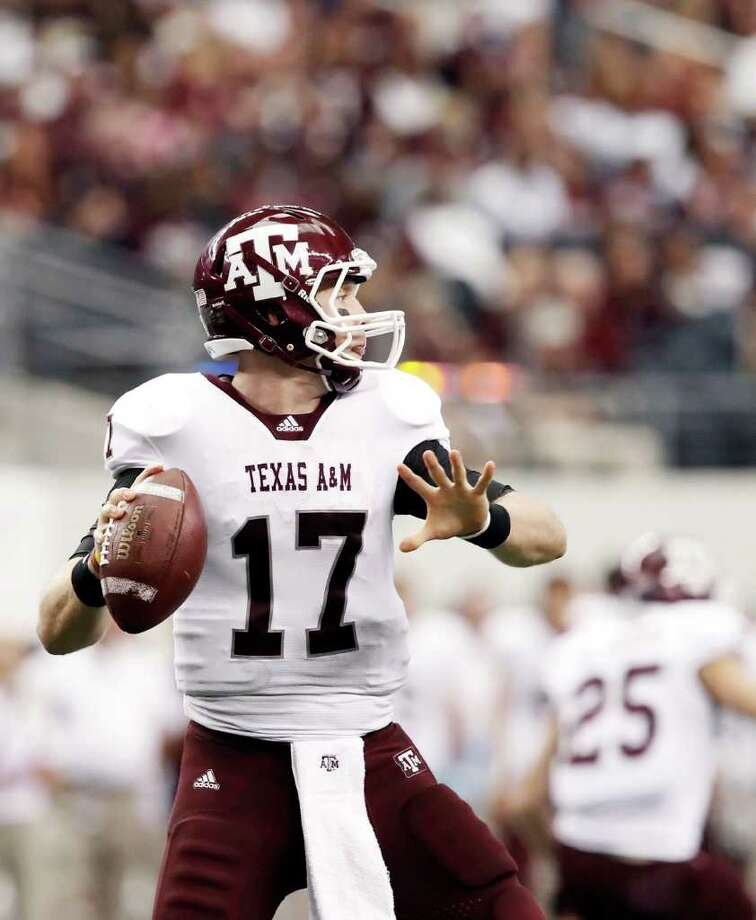 BRANDON WADE : ASSOCIATED PRESS GUNS A-BLAZING: Texas A&M quarterback Ryan Tannehill passed for a school-record 449 yards against Texas Tech last season after taking over for a struggling Jerrod Johnson. Photo: Brandon Wade / FR168019 AP