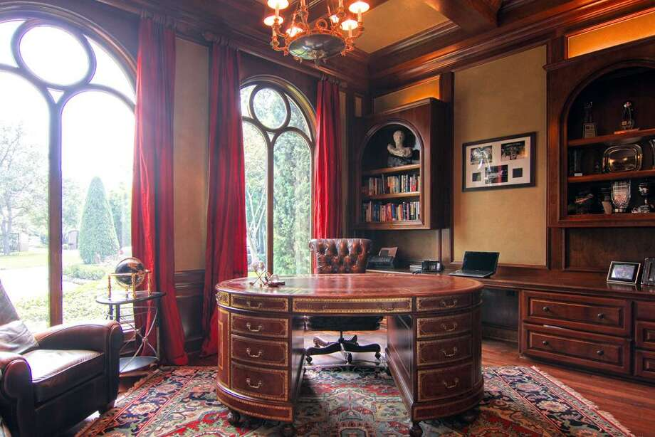 The gentleman's study provides privacy, either for work or simply for  relaxation.  Photo: RealEstate.MarthaTurner.com