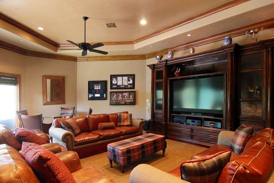 The second floor game room features a wet bar with a draft beer keg dispenser. Photo: RealEstate.MarthaTurner.com