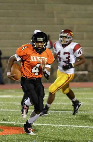 Stamford's Bryan Boderick (4) carries the ball for yardage during the football game against St. Joseph's at Boyle Stadium at Stamford High School on Thursday, Oct. 6, 2011. Photo: Amy Mortensen / Connecticut Post Freelance