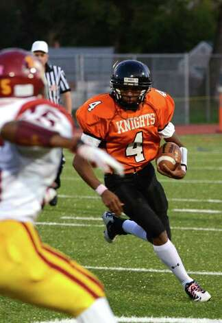 Stamford's Bryan Boderick (4) runs for a touchdown during the football game against St. Joseph at Boyle Stadium at Stamford High School on Thursday, Oct. 6, 2011. Photo: Amy Mortensen / Connecticut Post Freelance