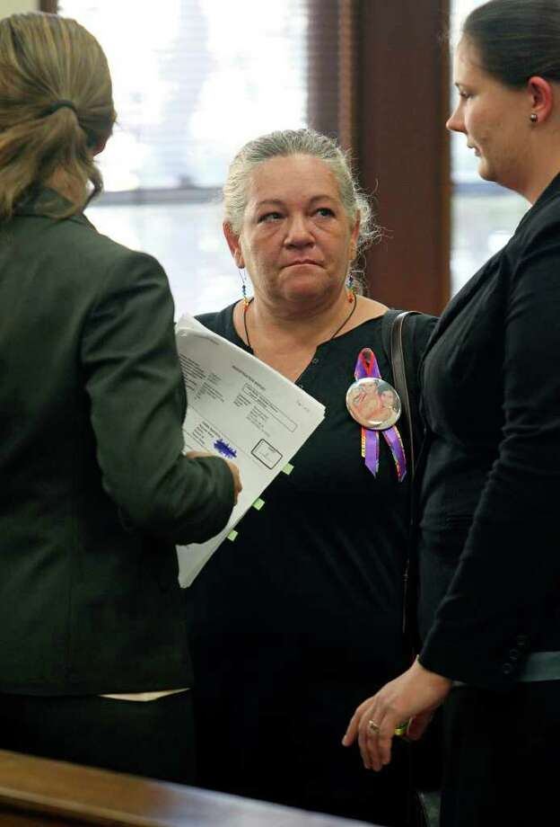 Suzy Bianchi-Peters talks with counsel as she obtains a temporary injunction against Conrad Ochoa to prevent him from gaining custody of the remains of Sammy Ochoa. Photo: Tom Reel/treel@express-news.net / © 2011 San Antonio Express-News