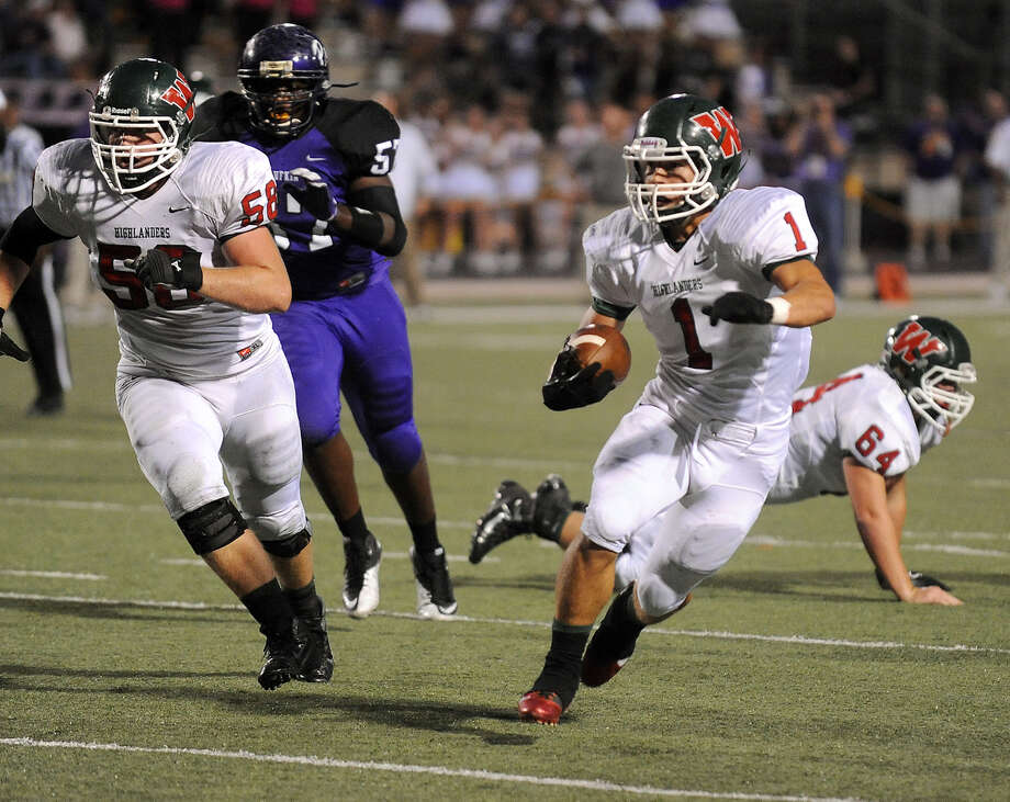 The Woodlands' Randy Cooper dodges the Lufkin defense. (Joel Andrews/Lufkin News)