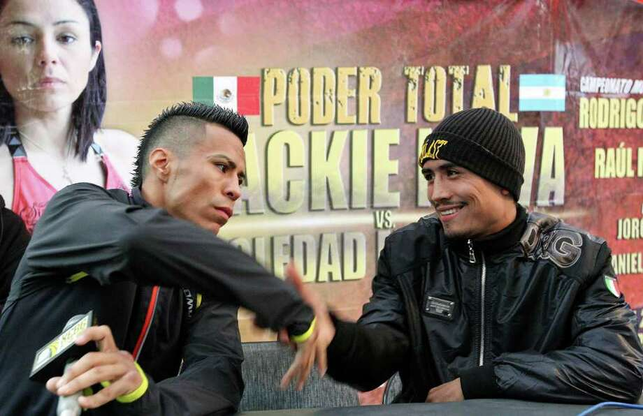 Raul Martinez (left) and Rodrigo Guerrero shake hands after an interview Wednesday Oct. 5, 2011 in Tijuana, Baja California, Mexico.  Martinez and Guerrero will fight for the IBF super flyweight title Saturday Oct. 8 in Tijuana.  (PHOTO BY EDWARD A. ORNELAS/eaornelas@express-news.net) Photo: EDWARD A. ORNELAS, SAN ANTONIO EXPRESS-NEWS / © SAN ANTONIO EXPRESS-NEWS (NFS)