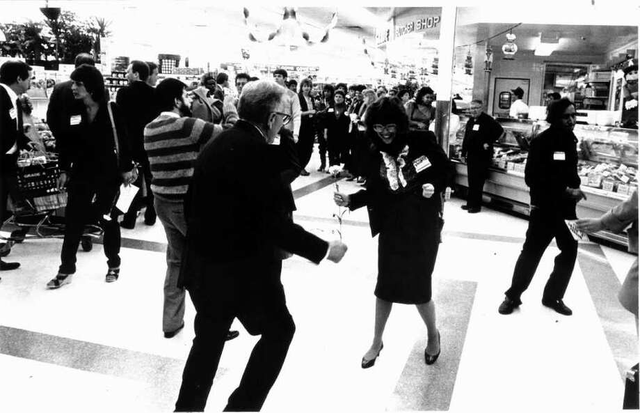 Oct. 8, 1986: Guests dance in the grocery aisles during Grade A Supermarket's Single Night. Photo: File Photo