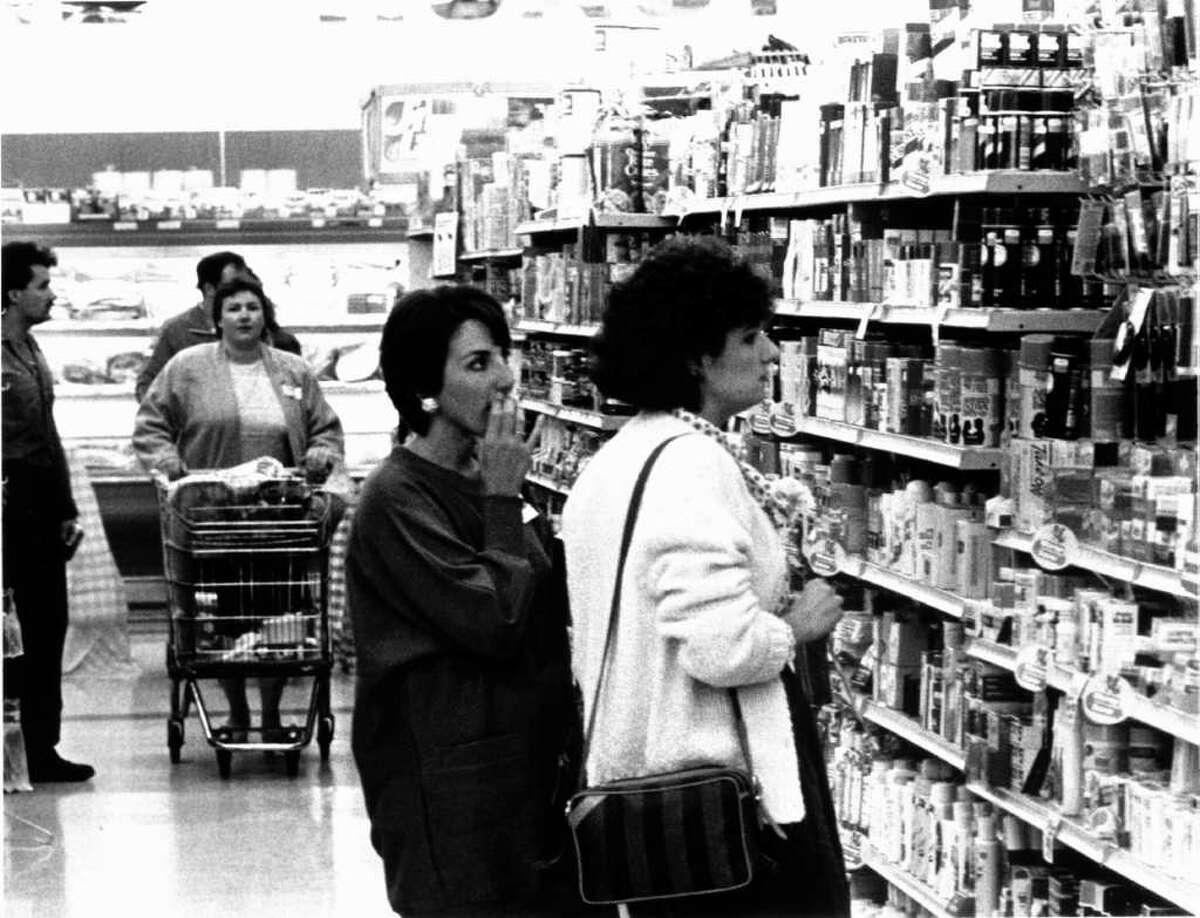 Oct. 10, 1986: Susan Sanna (left) and Tiziana Didemetrio do some real shopping during Grade A Supermarket's Singles Night.