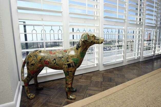 "Decoupaged dog is one of the ""eye-stoppers"" in the Williams home. Photo: HELEN L. MONTOYA, San Antonio Express-News / SAN ANTONIO EXPRESS-NEWS"